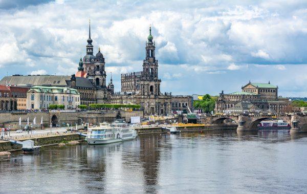 Elbe und Skyline der Stadt Dresden