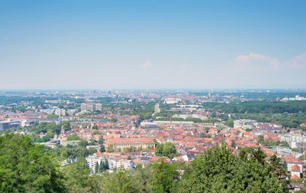 Blick auf die Stadt Karlsruhe vom Turmberg